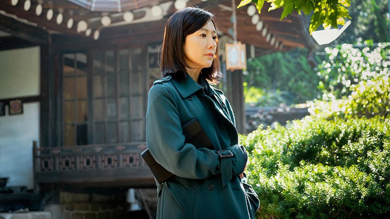 """""""Bóc giá"""" BST túi xách hàng hiệu của Kim Hee Ae trong """"Thế giới hôn nhân"""""""
