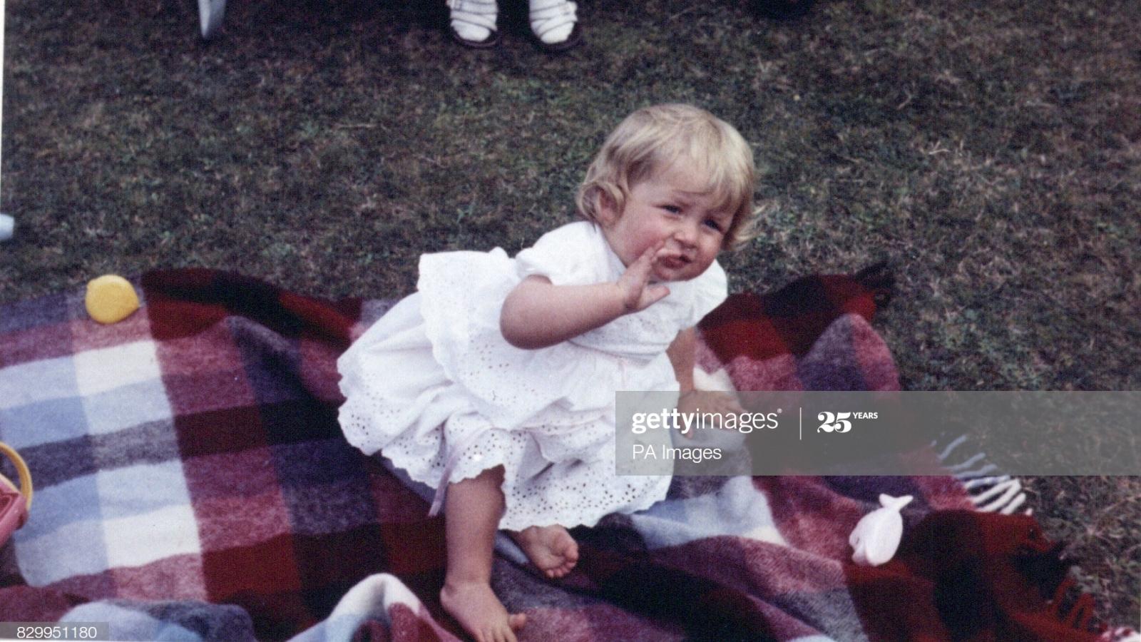 Ảnh hiếm thời thơ ấu xinh như búp bê của Công nương Diana