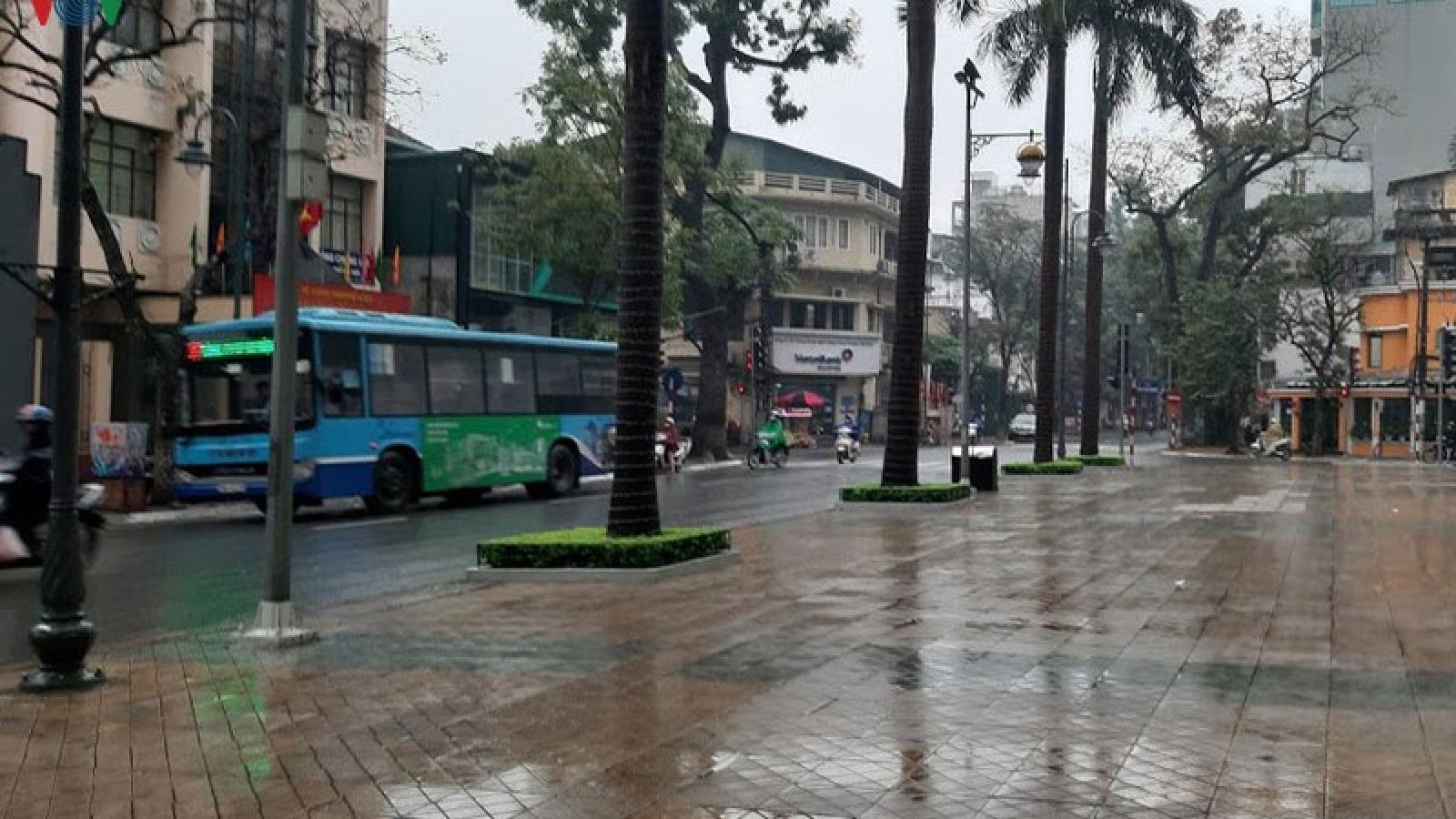 Xe buýt Hà Nội hoạt động trở lại, không chở quá 20 người