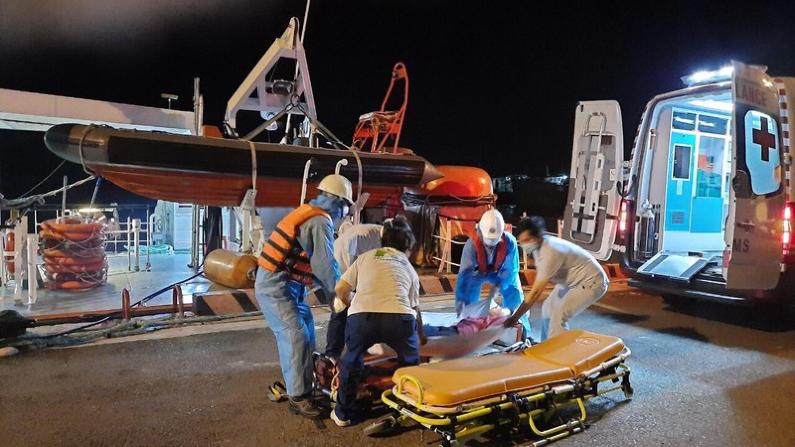 Kịp thời cứu thành công 1 người Philippines gặp nạn trên biển