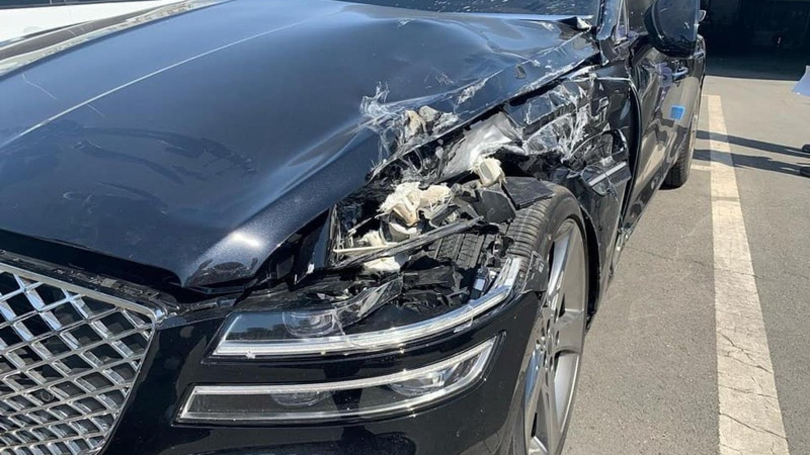 Genesis G80 gặp tai nạn chỉ sau vài phút lăn bánh