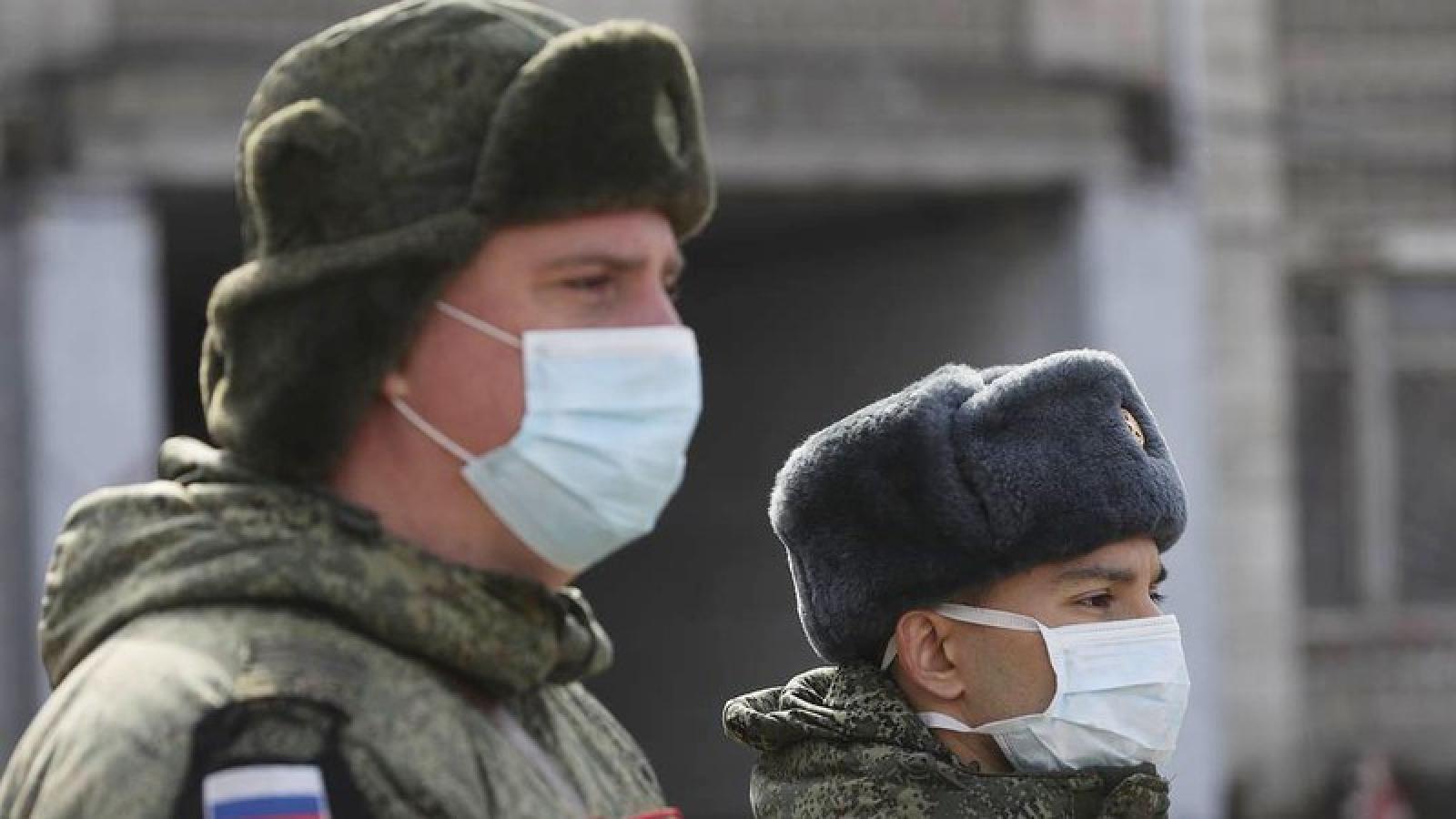 Gần 900 binh sỹ Nga được phát hiện nhiễm virus SARS-CoV-2
