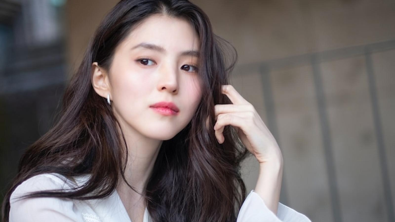 """""""Tiểu tam"""" Han So Hee """"Thế giới hôn nhân"""" khoe vẻ đẹp thuần khiết, tự nhiên"""