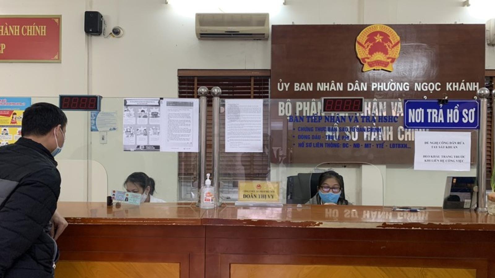 Sau lệnh nới lỏng cách ly xã hội, cơ quan công quyền Hà Nội đi làm ra sao?