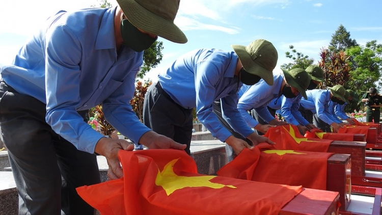 Kon Tum truy điệu, an táng 21 hài cốt liệt sỹ hy sinh tại Lào và Campuchia