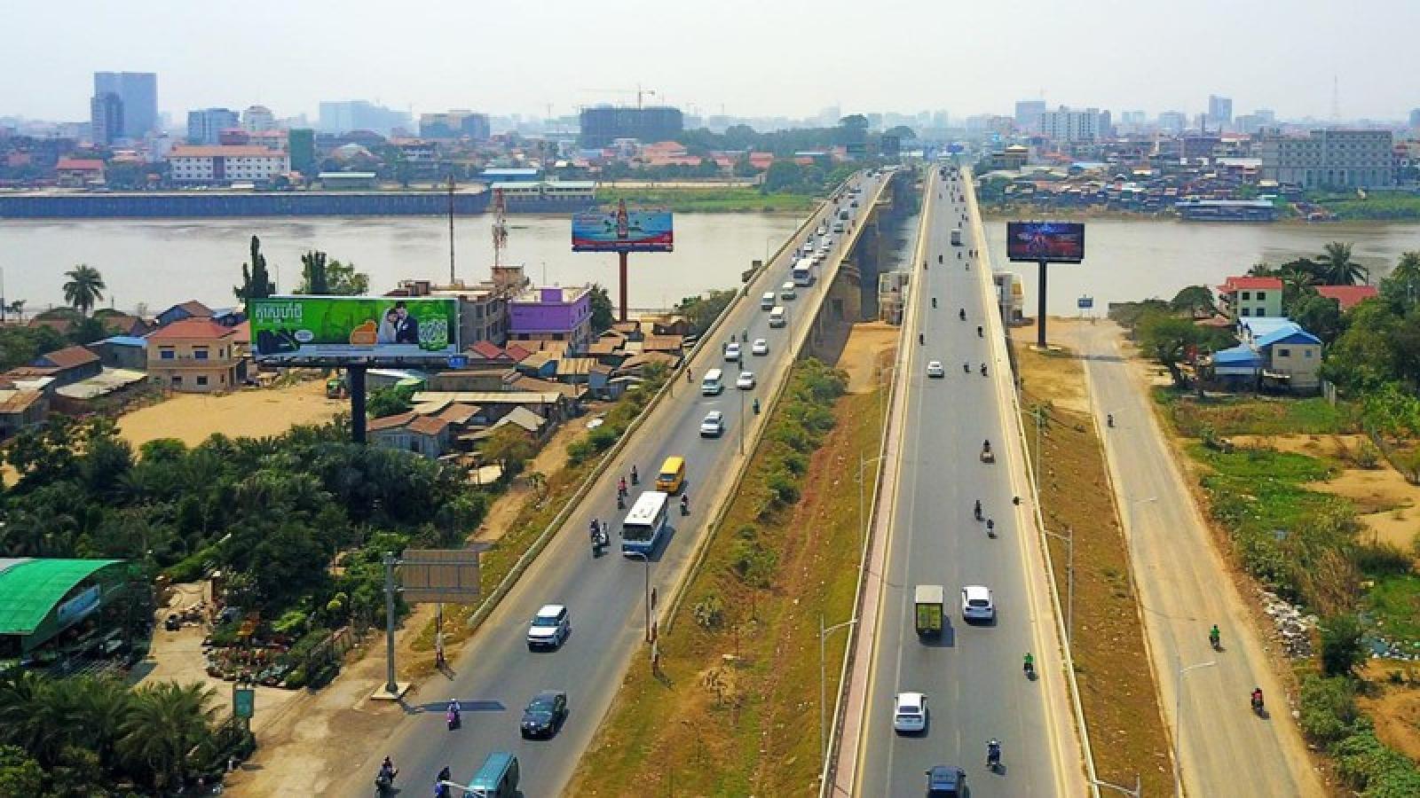 Campuchia dỡ bỏ sớm lệnh hạn chế đi lại