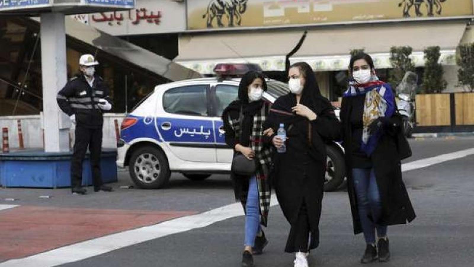 Iran nới lỏng hạn chế, cho phép một số doanh nghiệp mở cửa trở lại