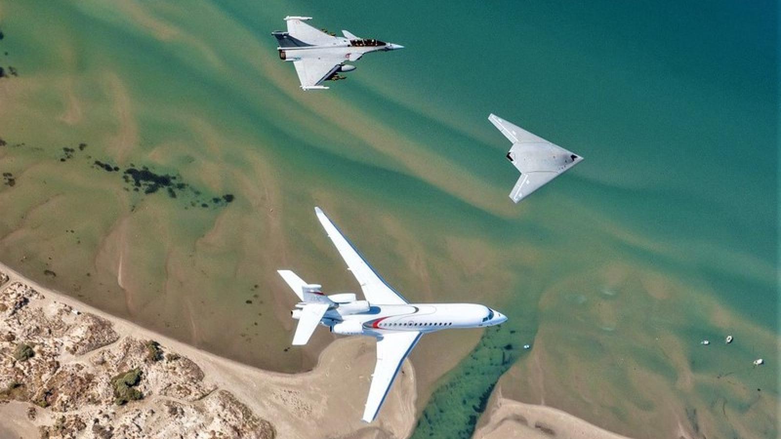 """Lộ diện """"kỳ phùng địch thủ"""" của X-47B - UCAV EUROn"""