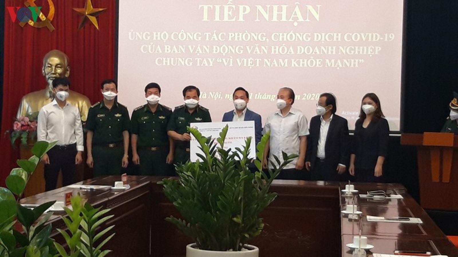 Trao tặng vật tư, trang thiết bị y tế chống dịch cho Bộ đội Biên phòng