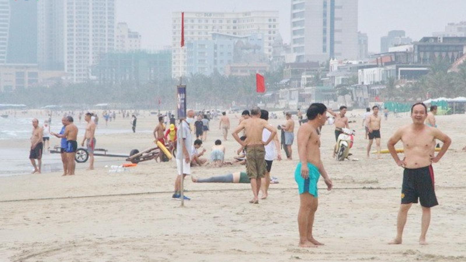 Ngày đầu nới lỏng cách ly xã hội ở các đô thị lớn miền Trung