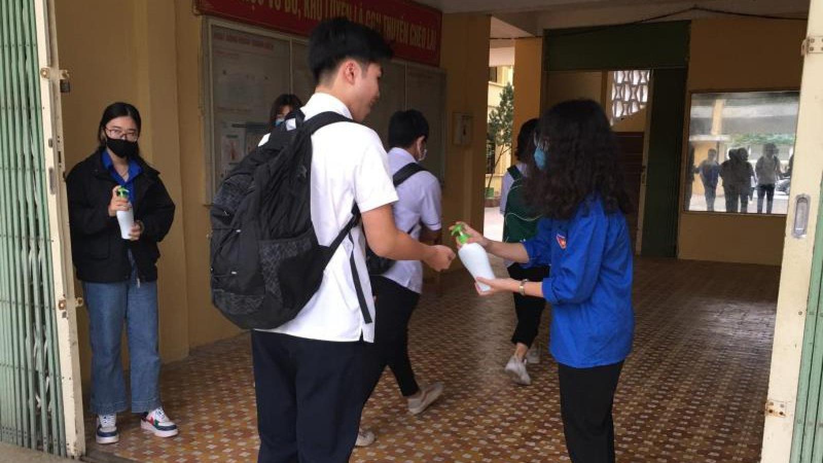 Học sinh Yên Bái khối lớp 9 và 12 sẽ đi học trở lại từ ngày 23/4