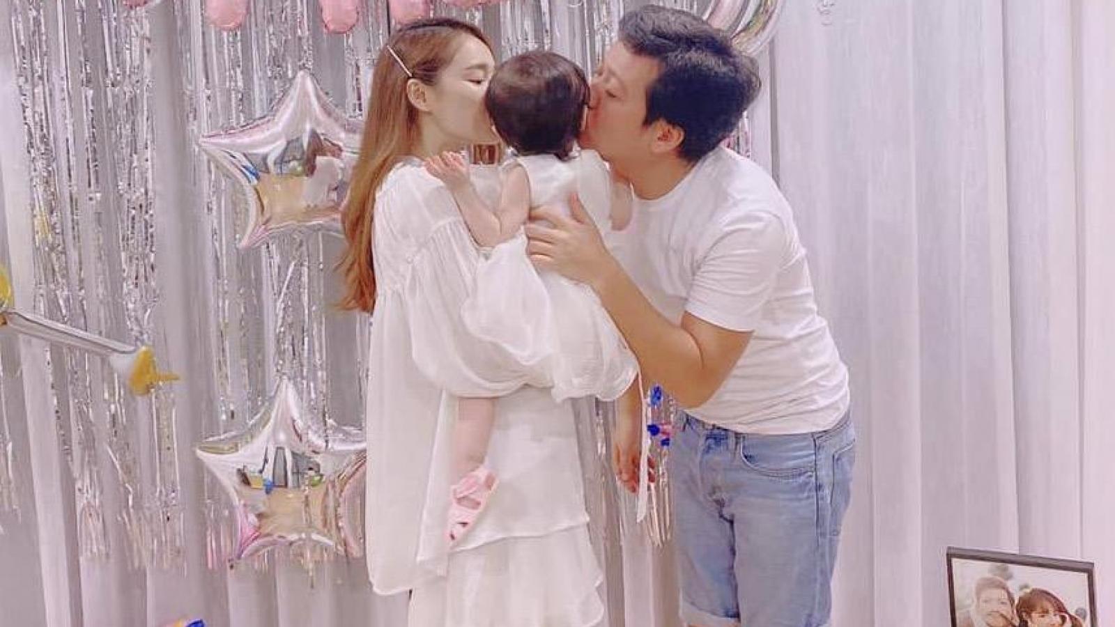 Trường Giang lần đầu khoe ảnh con gái đầu lòng trong dịp sinh nhật