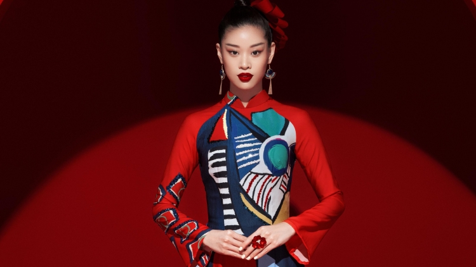 Hoa hậu Khánh Vân chọn áo dài là trang phục dân tộc tại Miss Universe 2020