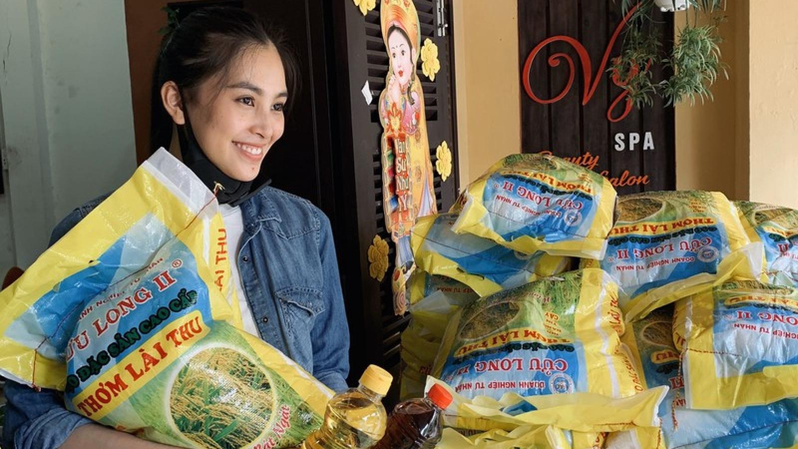 Hoa hậu Tiểu Vy trao tặng 1.000kg gạo cho người nghèo tại quê nhà