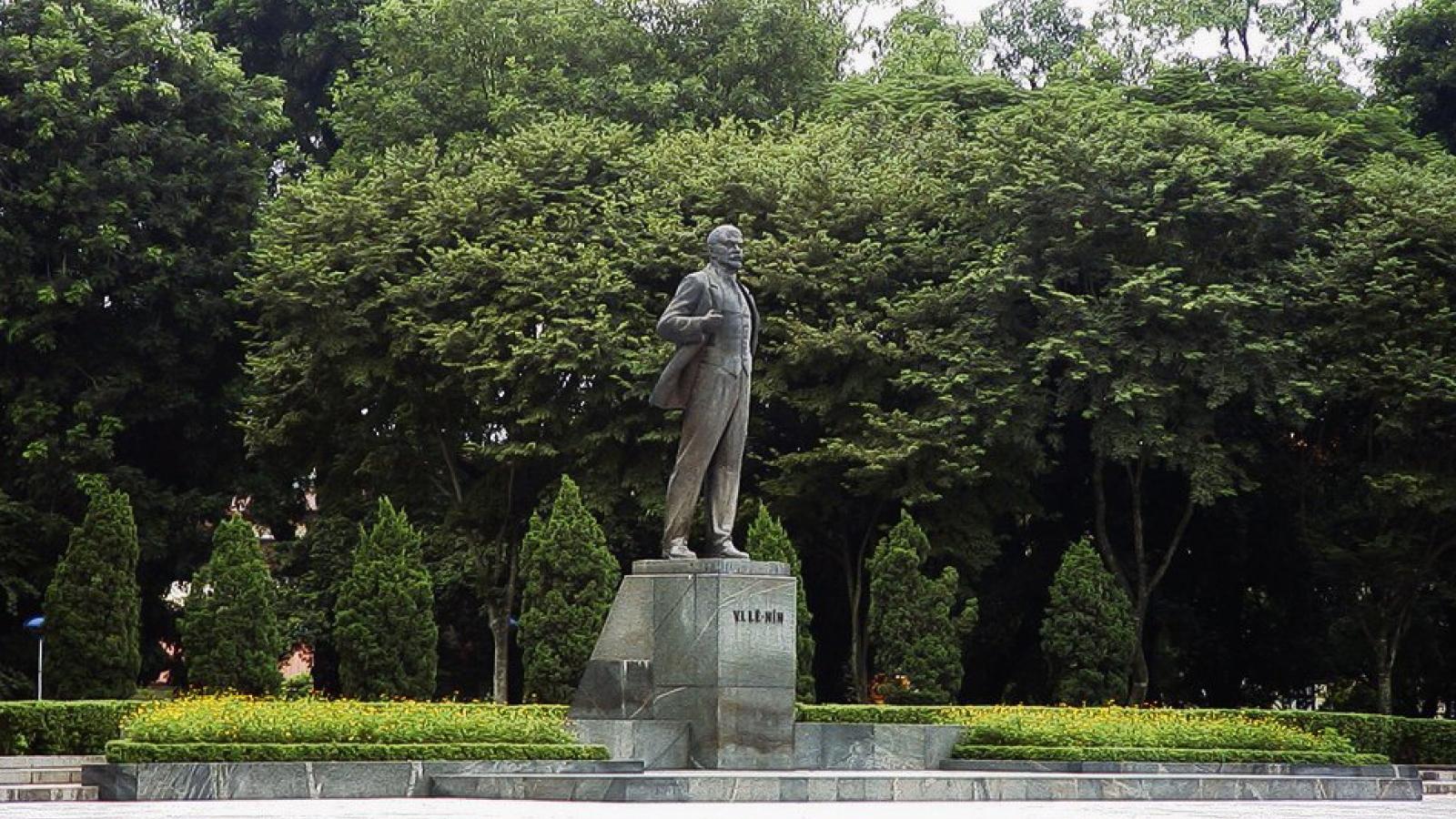Ông Võ Văn Thưởng dâng hoa kỷ niệm 150 năm Ngày sinh V.I.Lênin
