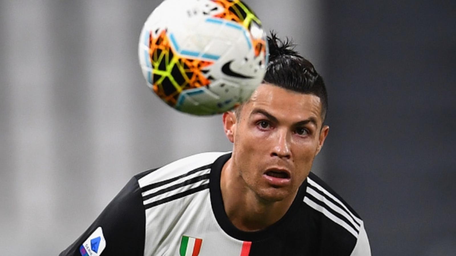 Ronaldo trở lại Italy để hội quân cùng Juventus