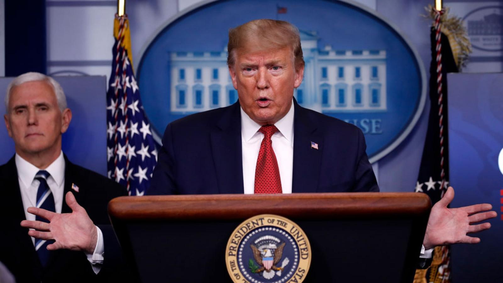 """Trump """"giận dữ"""" vì chậm được báo về mức độ nghiêm trọng của Covid-19"""
