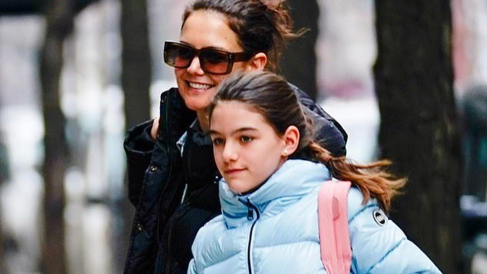 Con gái Tom Cruise đón sinh nhật tuổi 14 sau nhiều năm không gặp bố