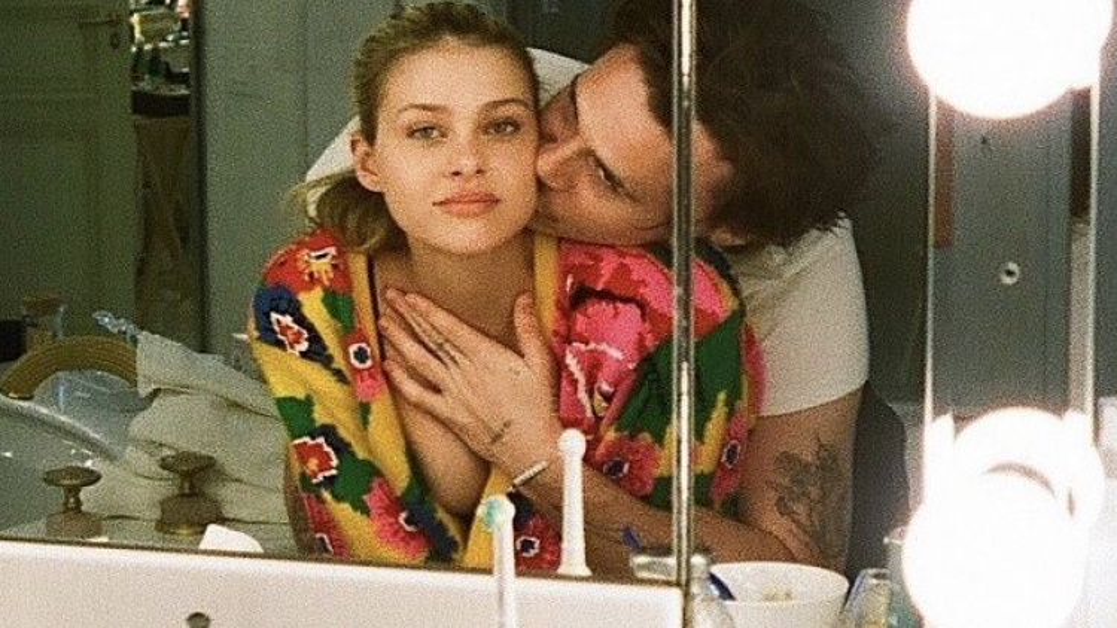 Cậu cả nhà Vic - Beck ôm hôn bạn gái nóng bỏng và hứa yêu suốt đời