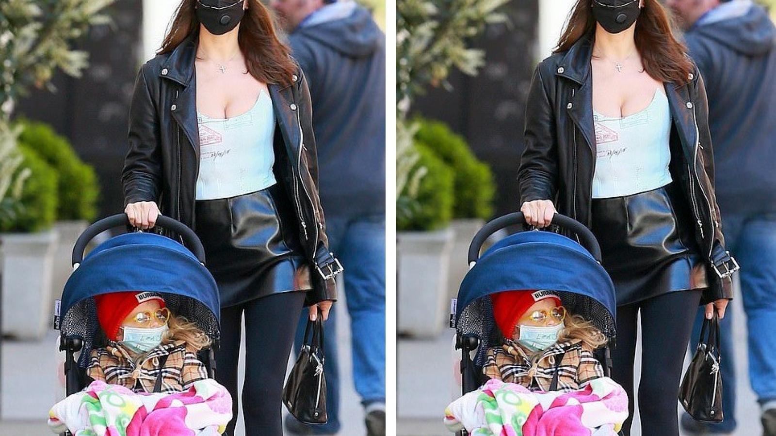 Irina Shayk mặc đồ gợi cảm ra phố cùng con gái cưng