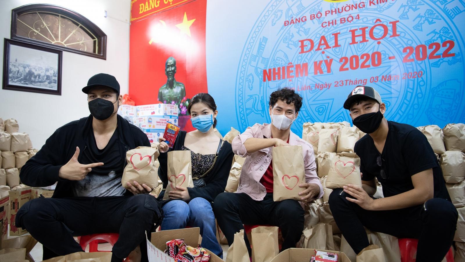 Xuân Bắc, Tự Long kêu gọi ủng hộ thực phẩm cho người nghèo Hà Nội