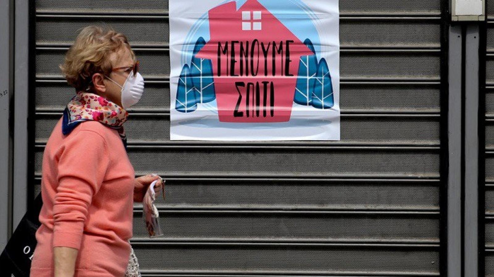 Hy Lạp bắt buộc người dân sử dụng khẩu trang trước khi dỡ bỏ lệnh hạn chế