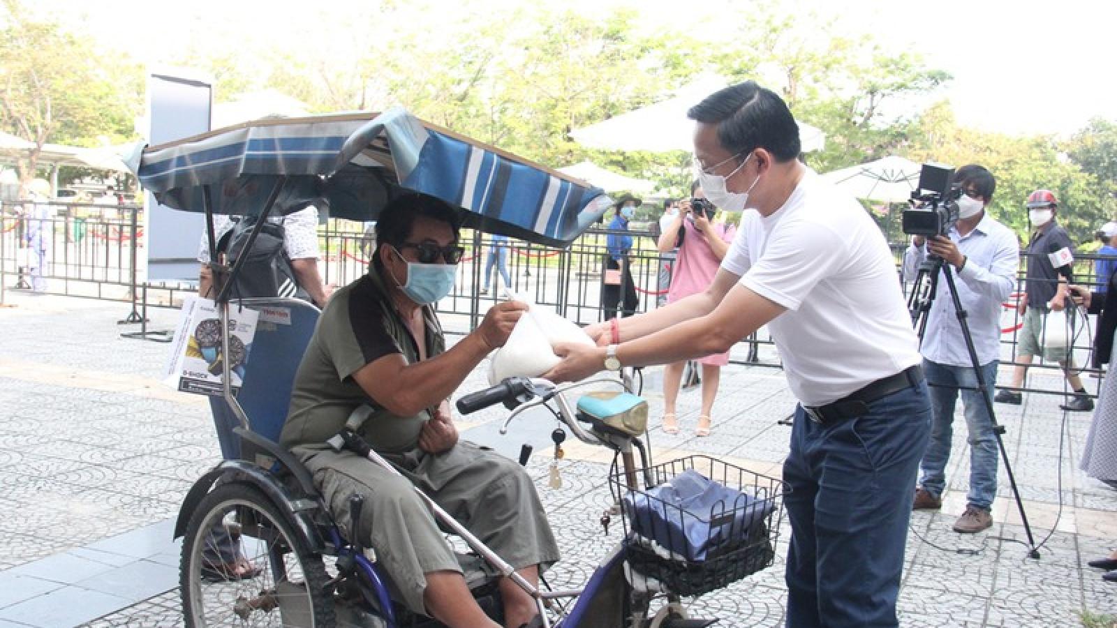 Đà Nẵng khởi động nhiều cây ATM gạo giúp người dân khó khăn