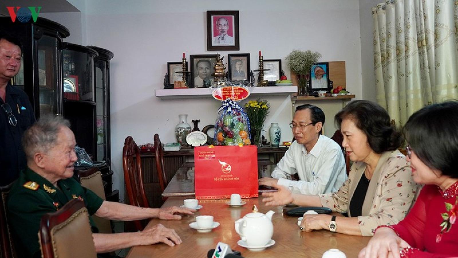 Chủ tịch Quốc hội thăm các Mẹ Việt Nam anh hùng tại TPHCM