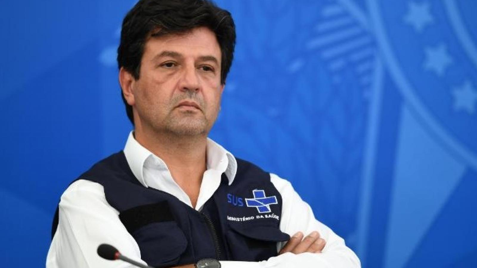 Mâu thuẫn về chống Covid-19, Tổng thống Brazil sa thải Bộ trưởng Y tế