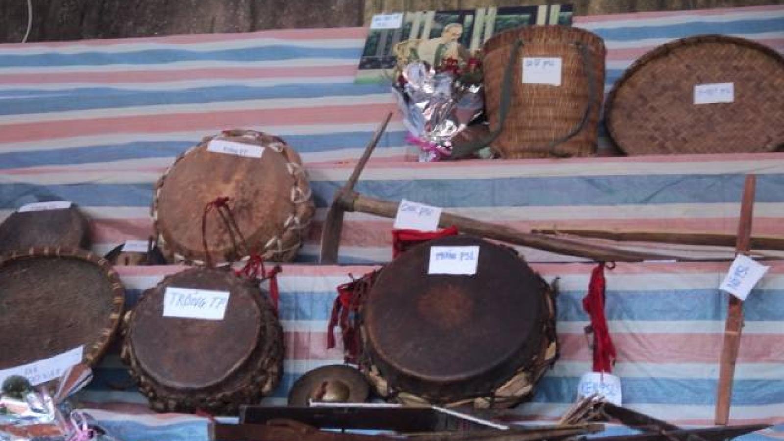 Bộ nhạc cụ truyền thống, báu vật của người Dao Khâu ở Sìn Hồ