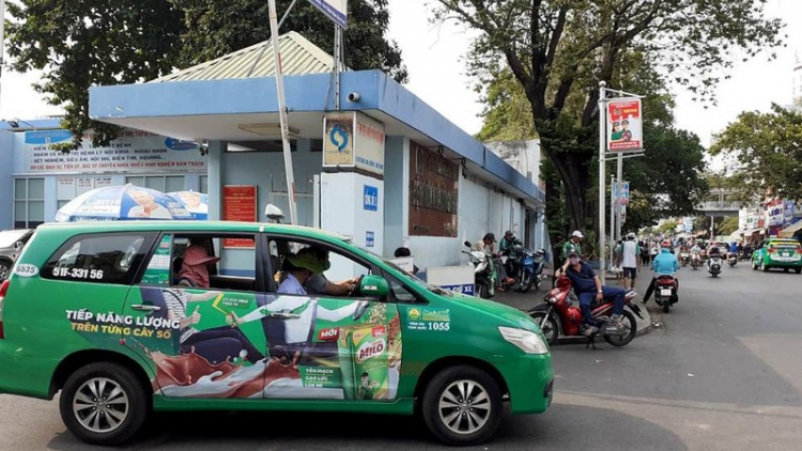 TPHCM tiếp tục cấm xe buýt, xe khách, taxi