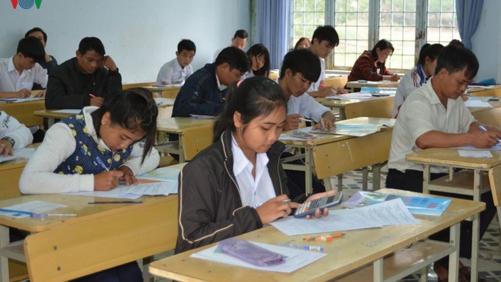 Gia Lai: Học sinh lớp 9 và 12 đi học trở lại từ 23/4