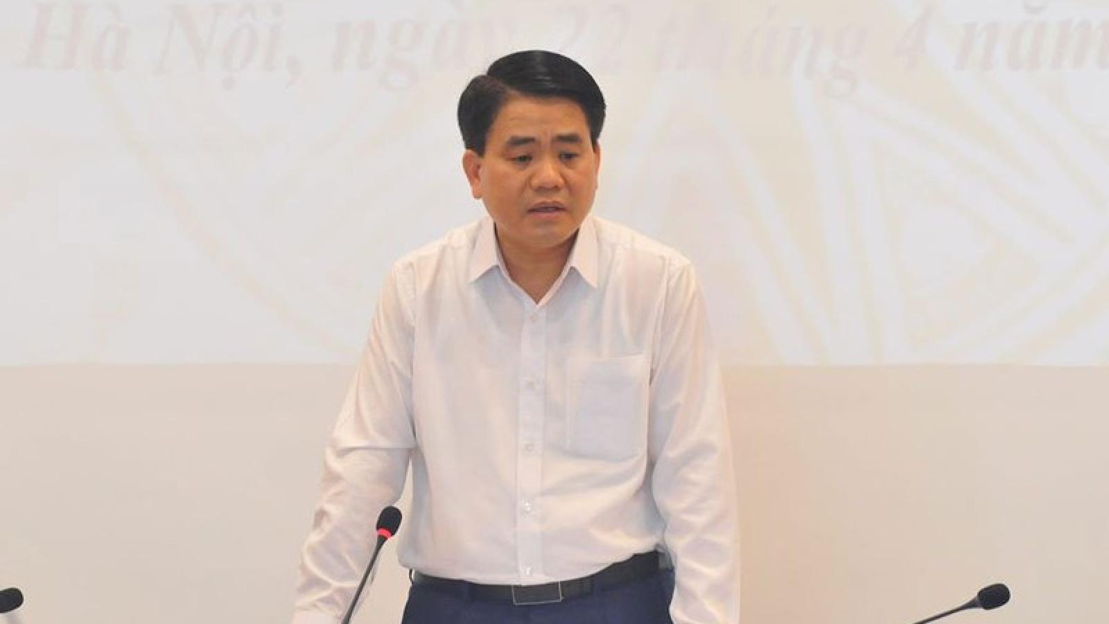 Hà Nội vẫn cấm các quán trà vỉa hè và cửa hàng không thiết yếu