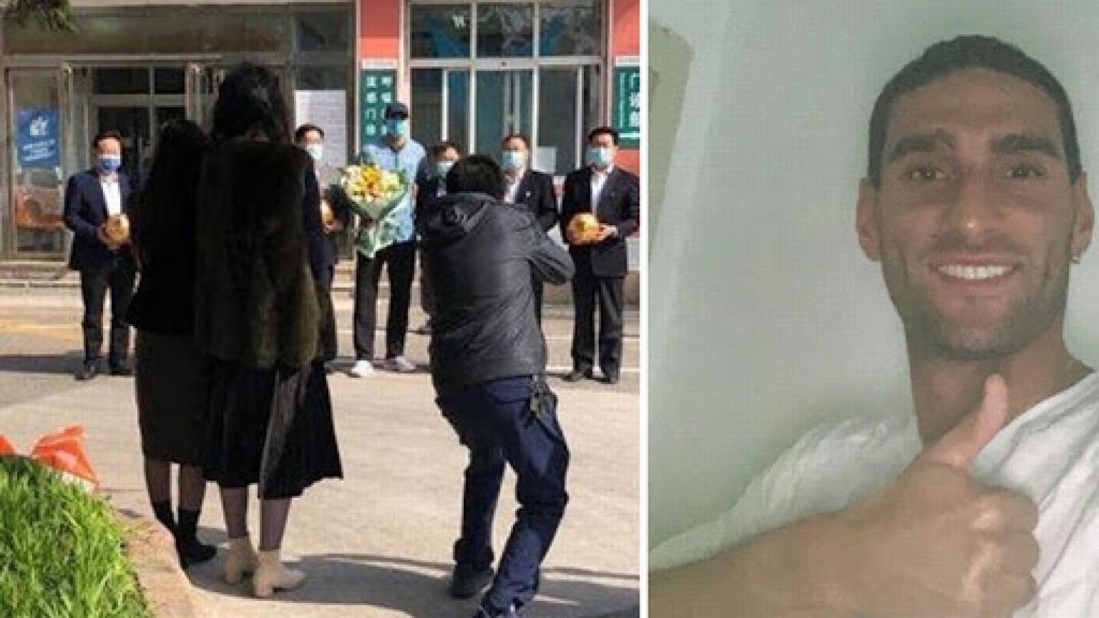 Cựu sao MU mắc Covid-19 tại Trung Quốc được ra viện sau 3 tuần điều trị