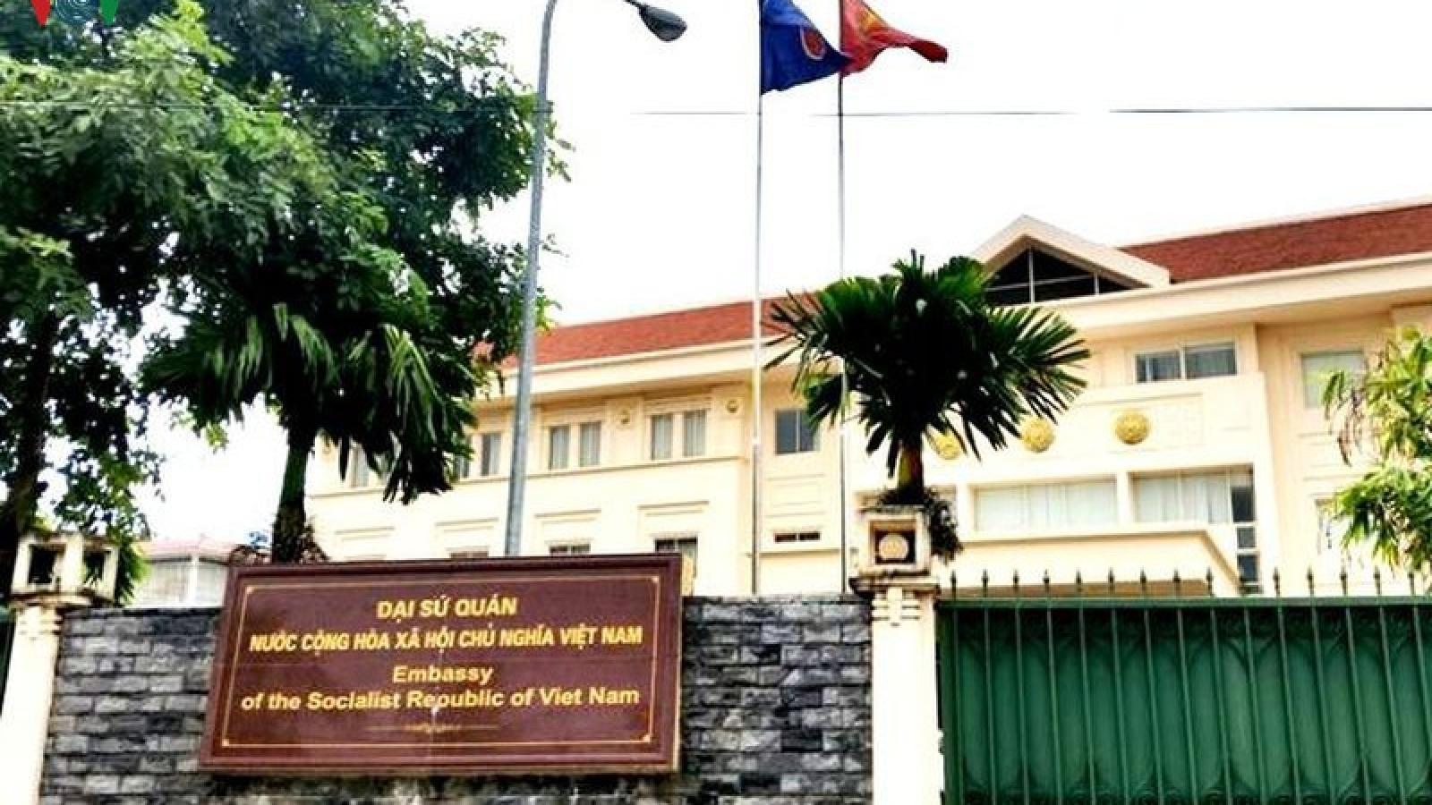 Đại sứ quán thăm dò nguyện vọng về nước của người Việt tại Lào