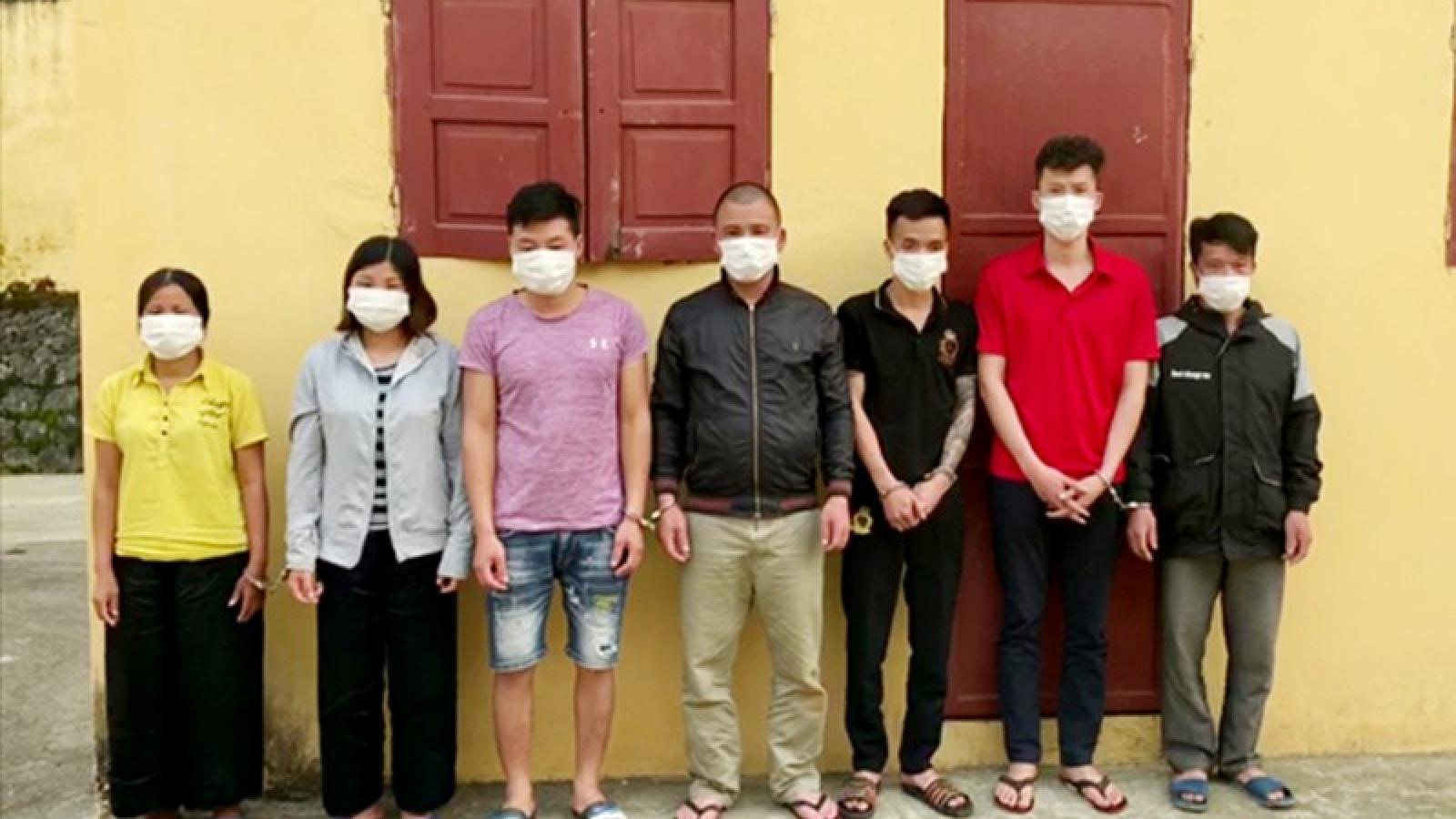 Bắt 7 đối tượng đang sát phạt nhau trên chiếu bạc tại Lào Cai