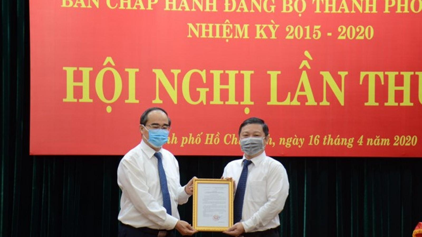 Trao quyết định phê chuẩn ông Dương Anh Đức làm Phó Chủ tịch UBND TPHCM