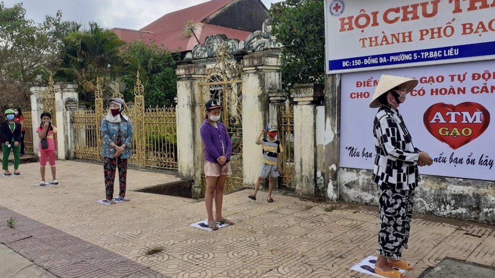 """Nhiều máy """"ATM gạo"""" được lắp đặt hỗ trợ người nghèo ở ĐBSCL"""