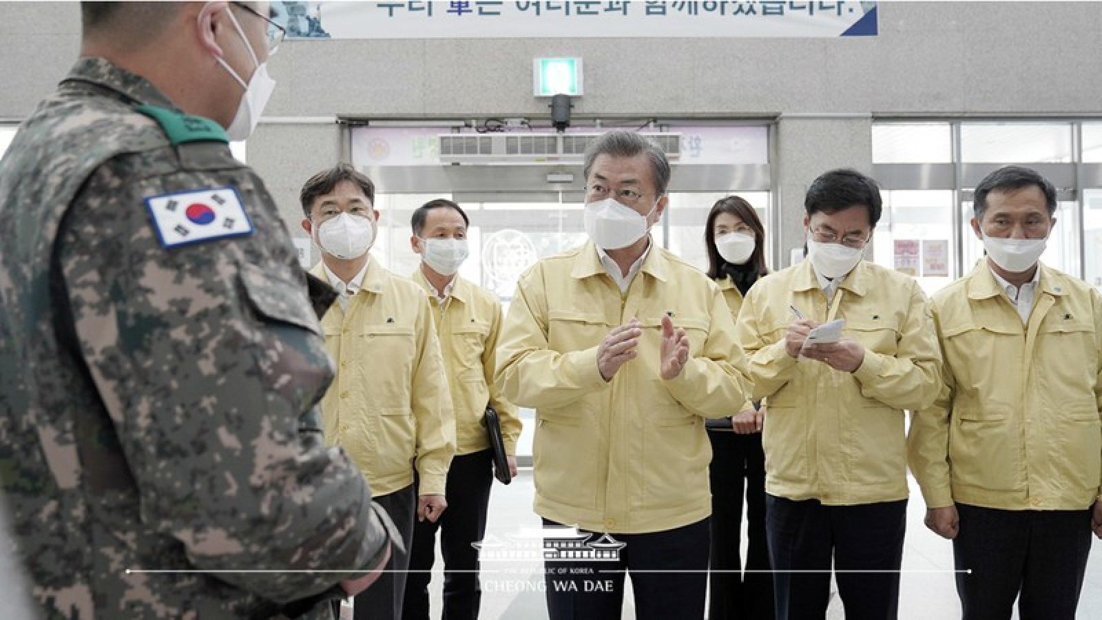Hàn Quốc tăng hạn mức mua khẩu trang, chuẩn bị mở trường trở lại