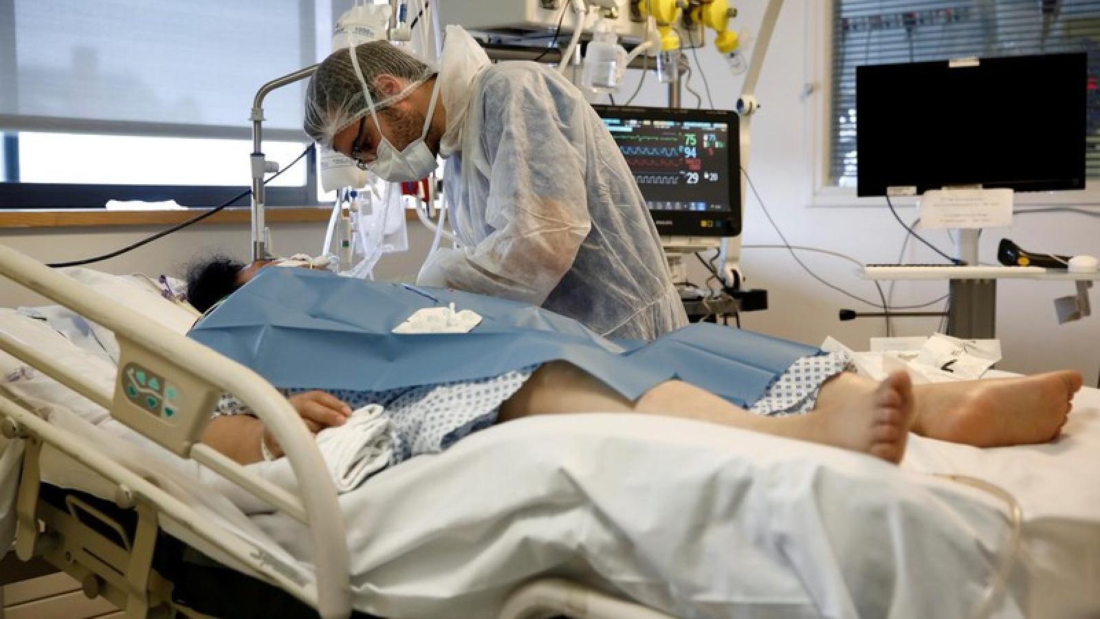 """Hiện tượng chưa có tiền lệ ở người mắc Covid-19 làm bác sĩ """"đau đầu"""""""