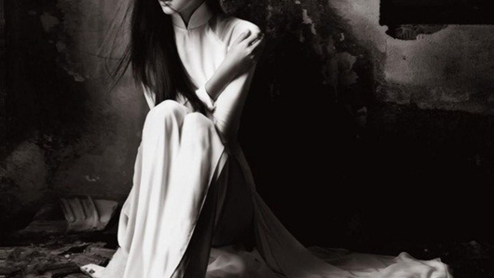 """Bộ ảnh Hà Tăng diện áo dài trắng tinh khôi cách đây 8 năm """"gây sốt"""""""