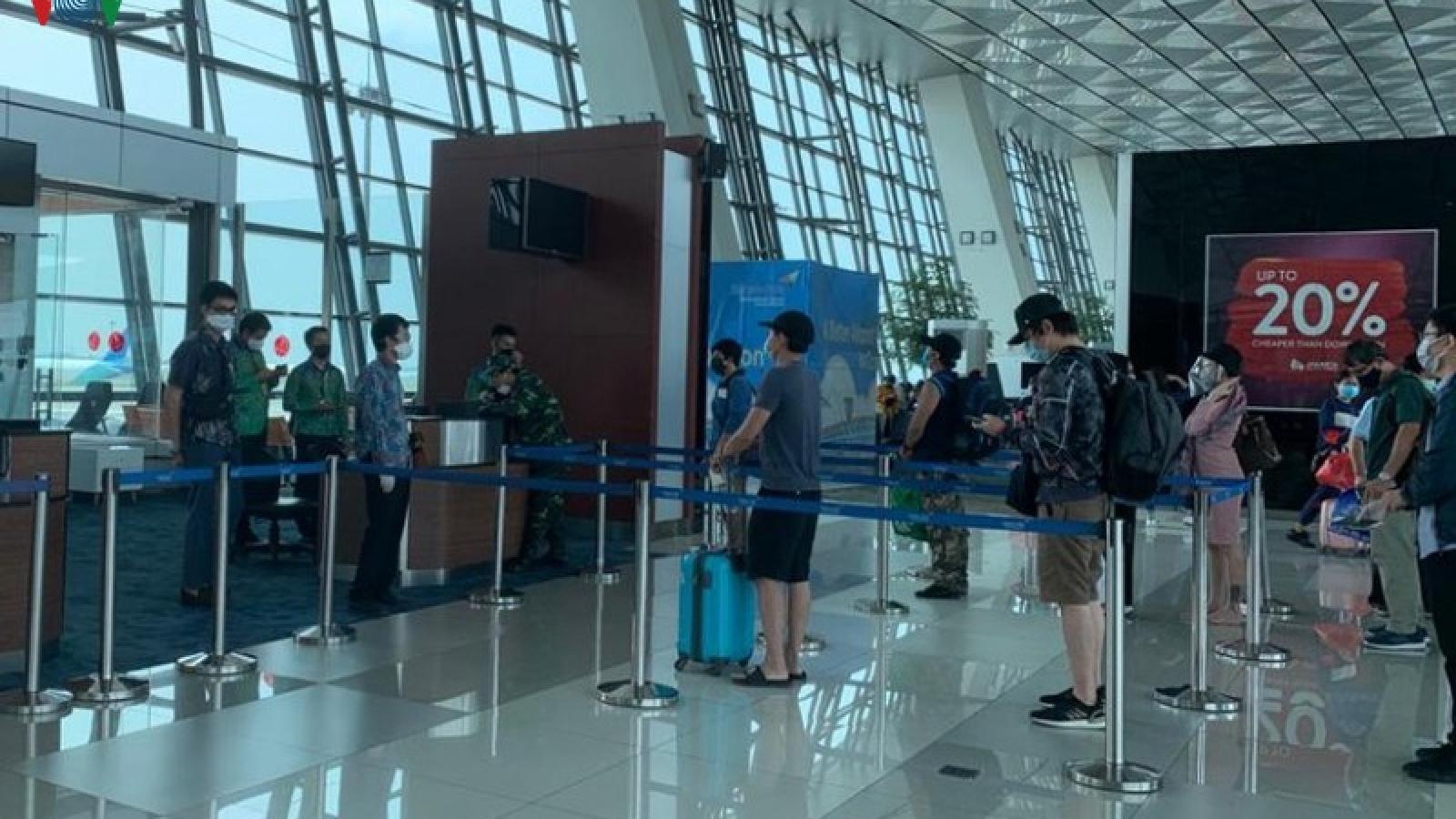Việt Nam đưa 105 công dân từ Indonesia về nước