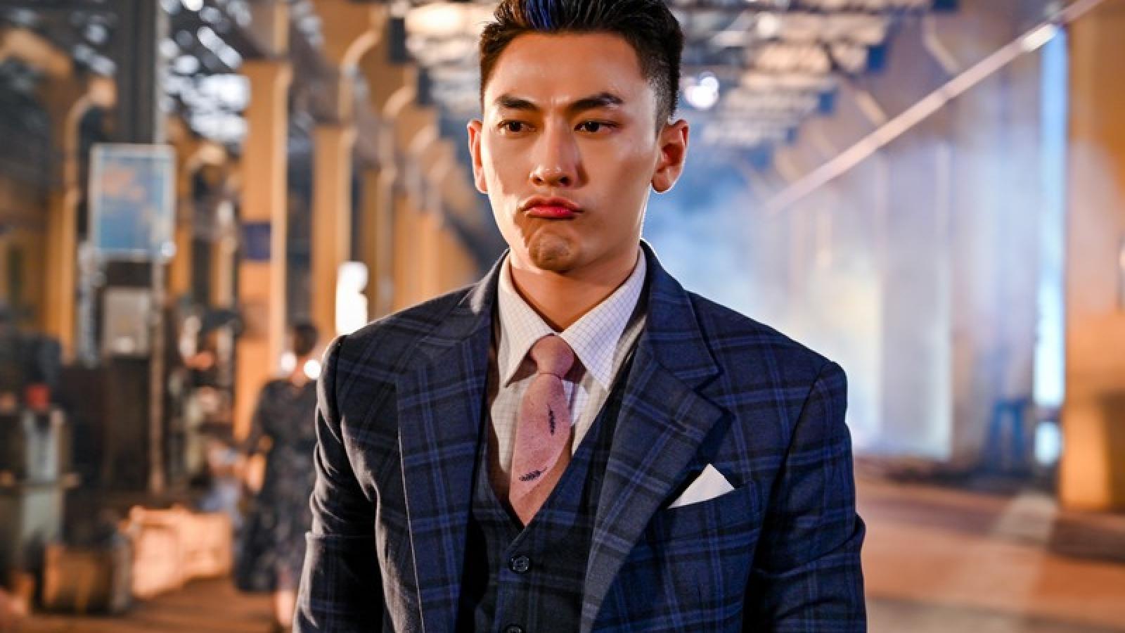 """Isaac """"đốn tim"""" fan với loạt ảnh siêu đẹp trai ở hậu trường phim hành động"""