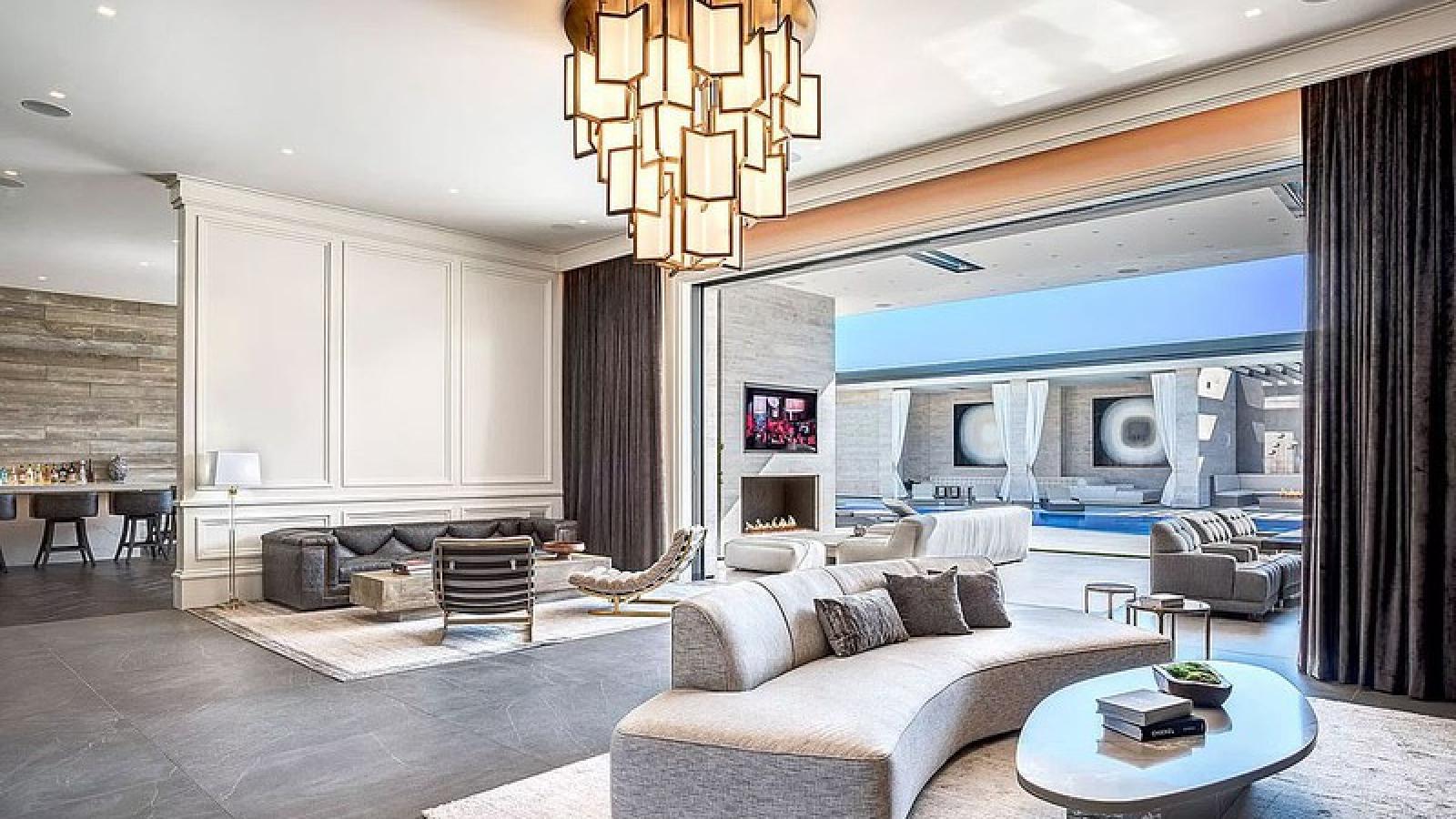 """Ngắm căn biệt thự """"triệu đô"""" ở khu vực đồi của nữ tỷ phú Kylie Jenner"""