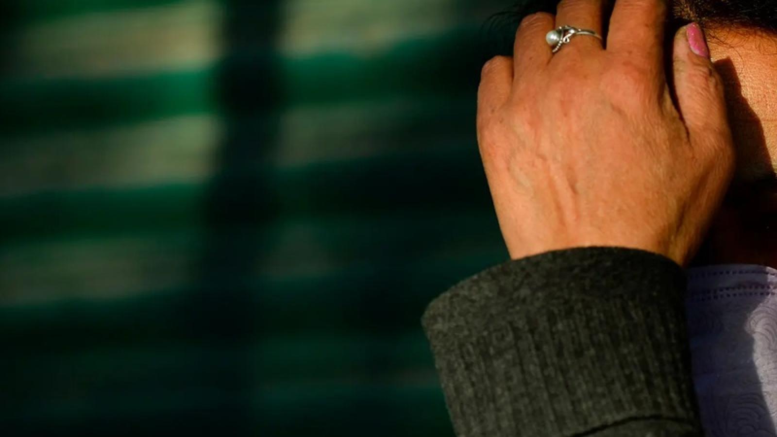 Covid-19 khiến bạo lực gia đình gia tăng ở nhiều điểm nóng dịch bệnh