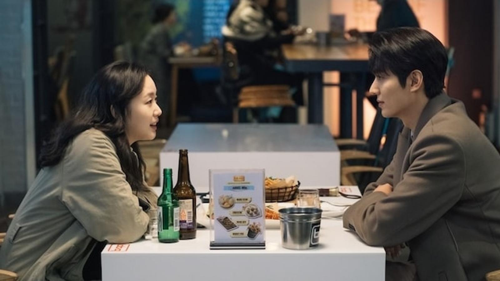 """Lộ ảnh """"Hoàng đế"""" Lee Min Ho và Kim Go Eun hẹn hò lãng mạn"""