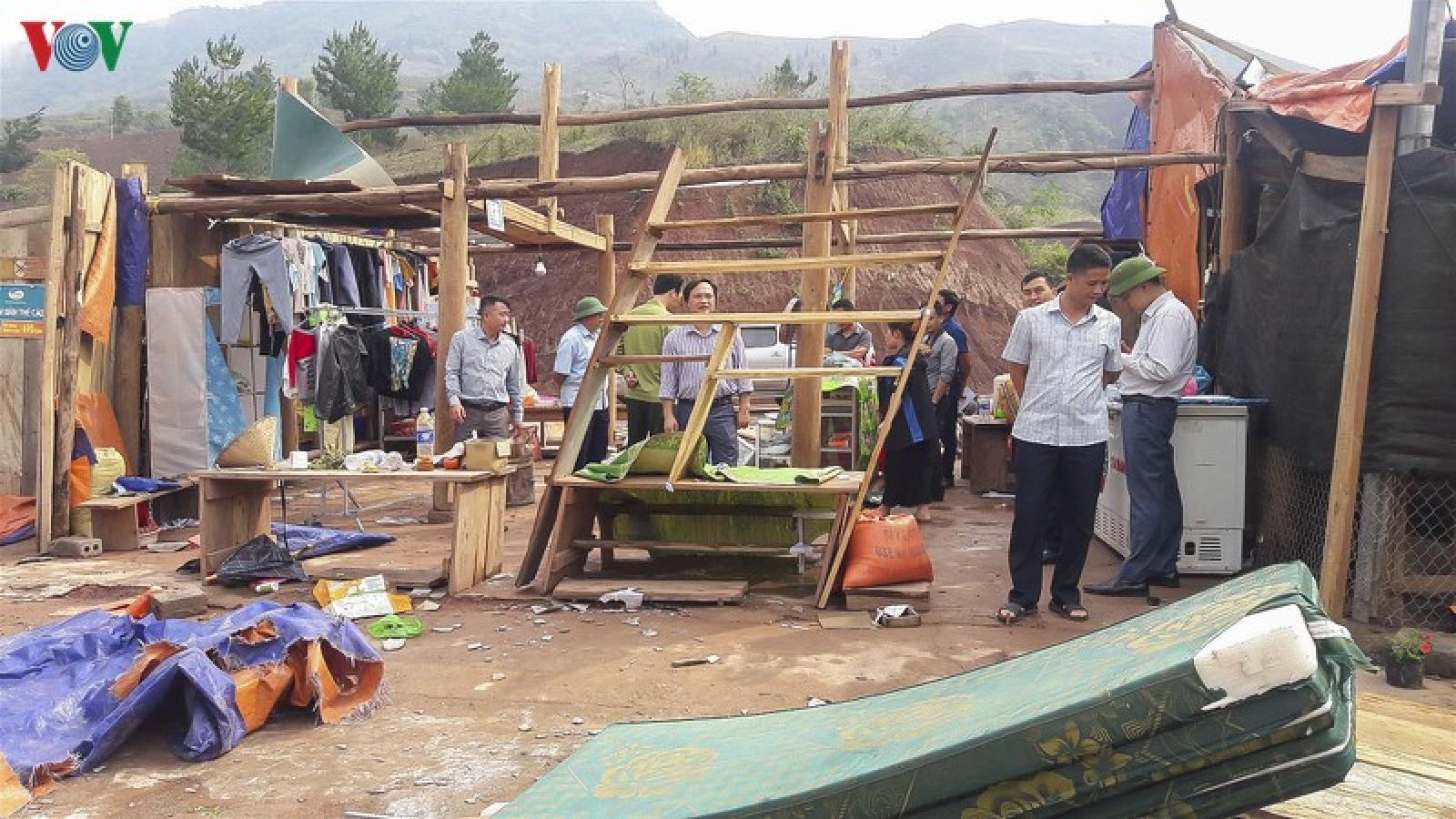 Dông lốc, mưa đá làm 6 người chết và mất tích, hơn 6.400 nhà hư hỏng
