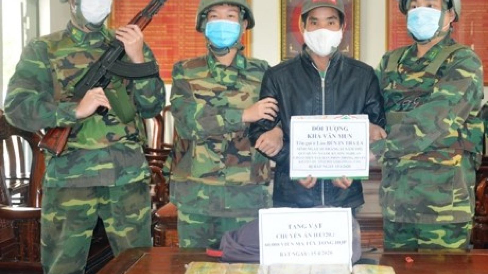 """Khởi tố đối tượng """"cõng"""" 60.000 viên ma túy từ Lào về Việt Nam"""