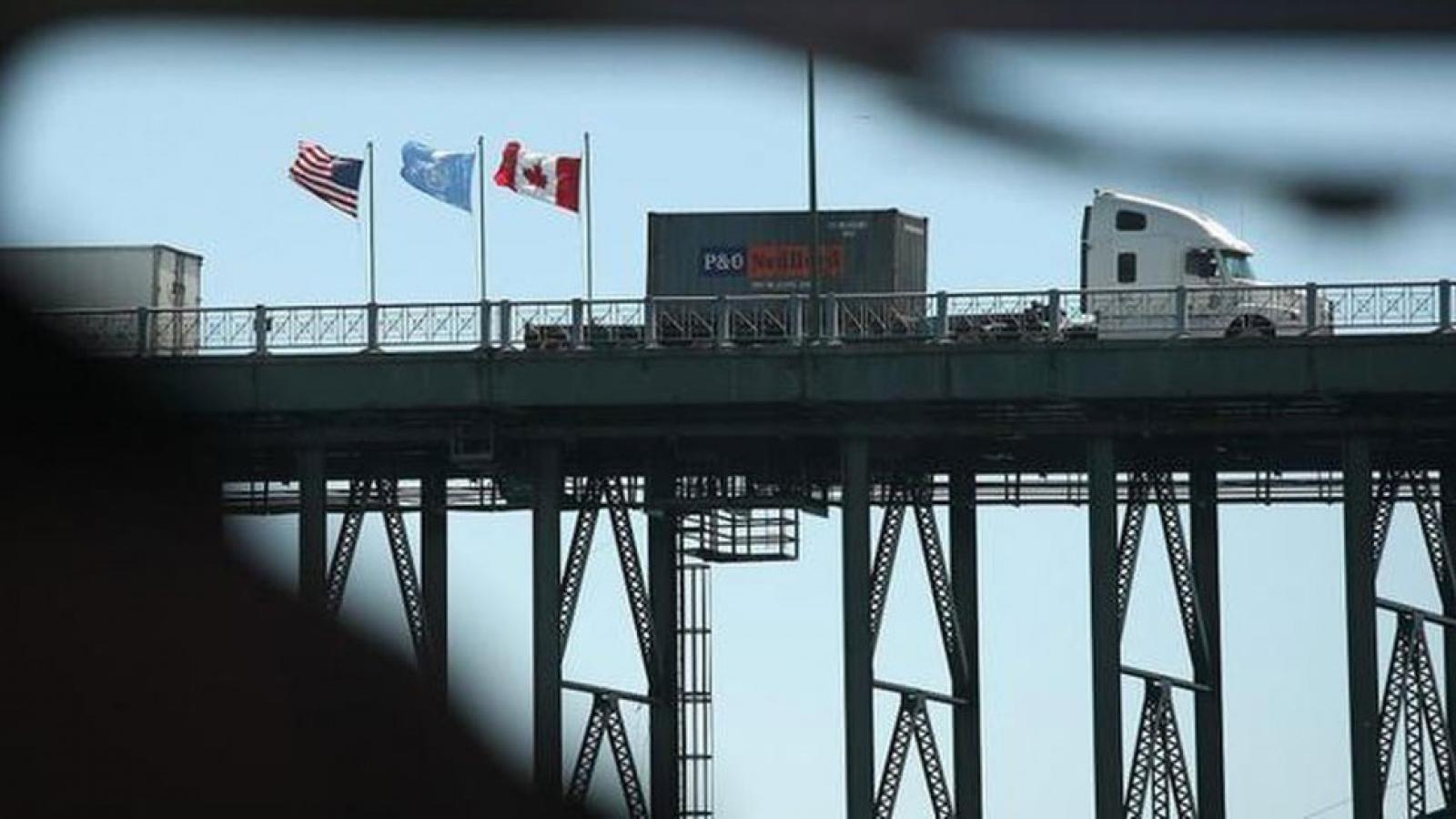 Mỹ và Canada kéo dài giới hạn biên giới thêm 30 ngày