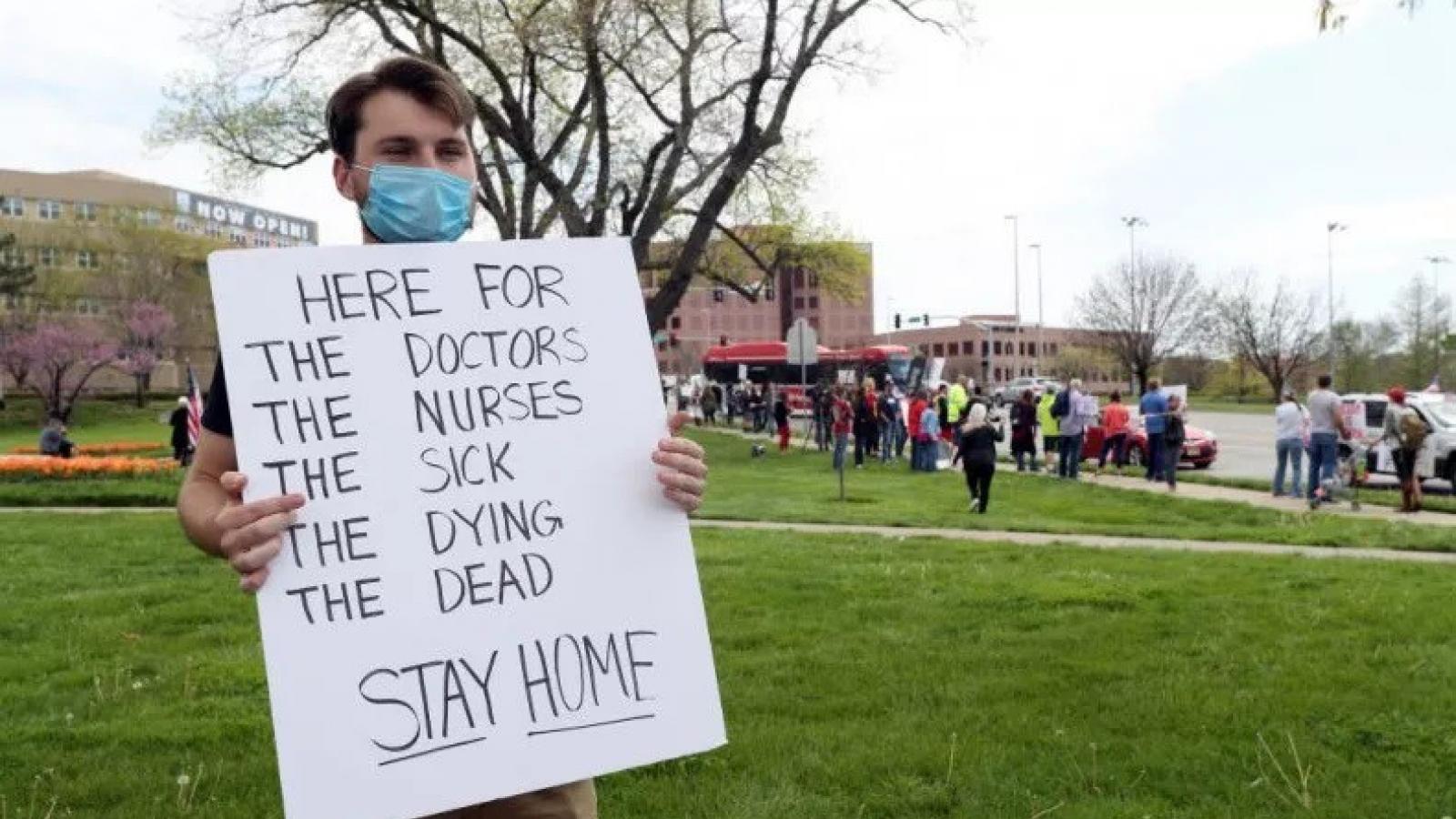 Nhiều người dân Mỹ phản đối các cuộc biểu tình chống cách ly xã hội